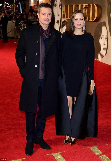 Brad Pitt va Marion Cotillard than mat tren tham do - Anh 11