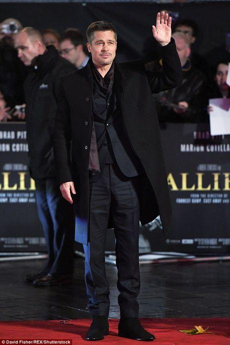 Brad Pitt va Marion Cotillard than mat tren tham do - Anh 5