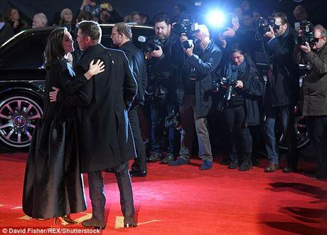 Brad Pitt va Marion Cotillard than mat tren tham do - Anh 6