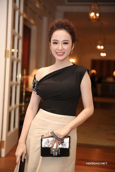 Bang Kieu lo chieu cao khiem ton khi dung ben Angela Phuong Trinh - Anh 1