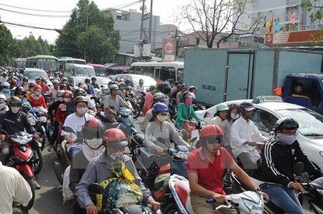 TP HCM xay 2 cau vuot, giam un tac khu vuc san bay Tan Son Nhat - Anh 1