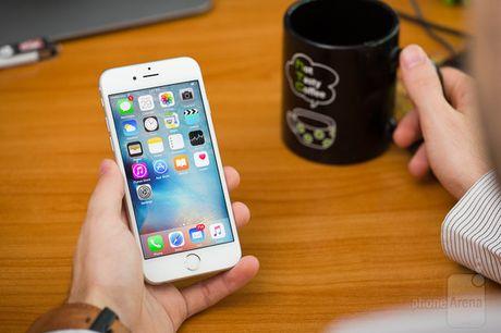 Apple thay pin mien phi cho iPhone 6S bi tu dong sap nguon - Anh 1