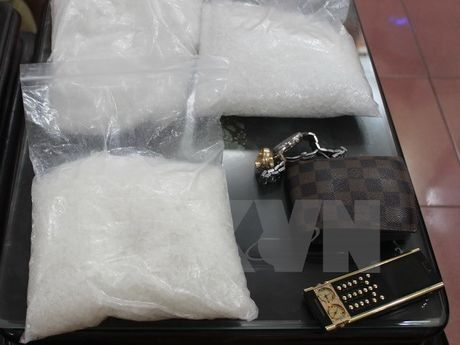 Quang Ninh bat doi tuong van chuyen gan 1 kg ma tuy da - Anh 1