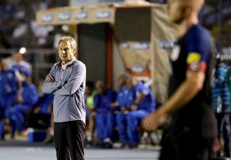 HLV Klinsmann bi sa thai - Anh 1