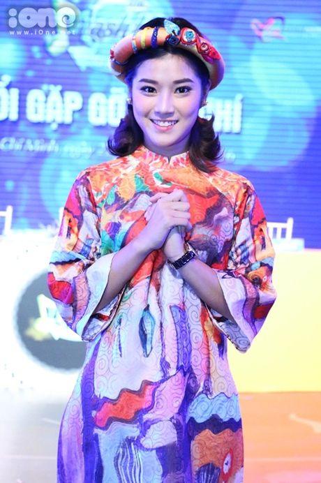 Hoang Yen Chibi phan khich khi duoc ghep cap cung ca si bac cha chu - Anh 1