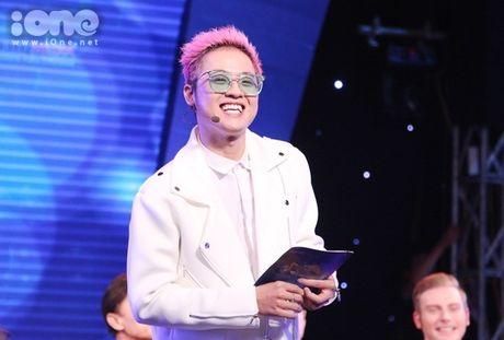 Hoang Yen Chibi phan khich khi duoc ghep cap cung ca si bac cha chu - Anh 9