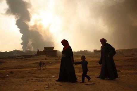 Iraq: Thuong dan chay tron trong lua dan ac liet tai thanh pho Mosul - Anh 1