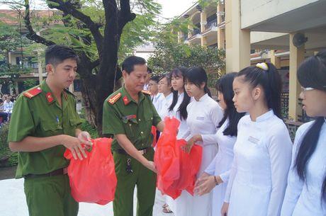 Nang cao nhan thuc Luat Giao thong cho hang tram hoc sinh - Anh 3