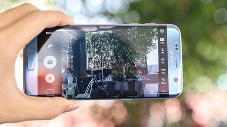 """Galaxy S7 edge Xanh Coral dang quang ngoi """"hoa hau"""" lang cong nghe - Anh 2"""