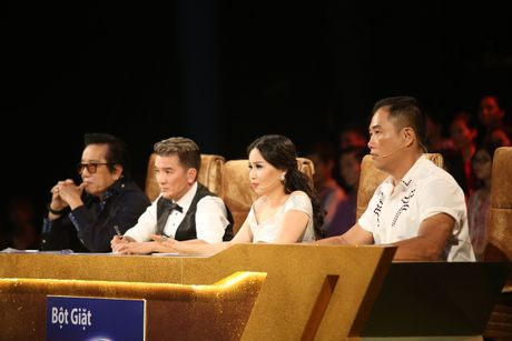 "Ho Viet Trung dua Vinh Thuyen Kim tren ""Tau ve que huong"" - Anh 2"