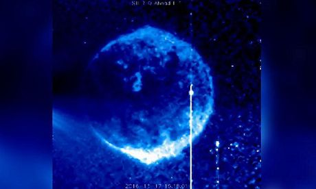Giai ma UFO mau xanh trong anh chup Mat Troi - Anh 1