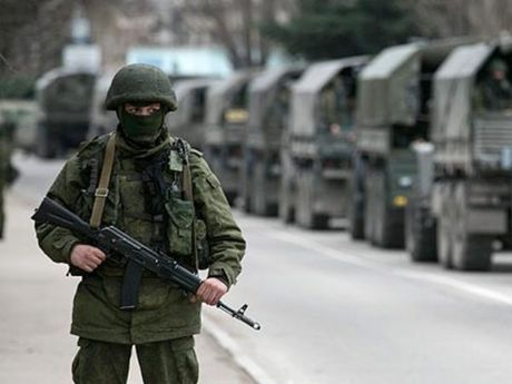 Nga to cao Ukraine bat giu trai phep 2 si quan o Crimea - Anh 1