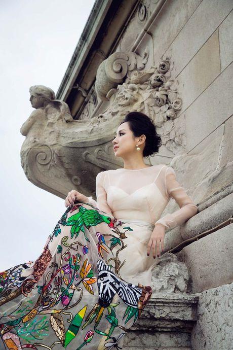 Nu fashionista - doanh nhan Tram Nguyen noi bat tren pho Paris - Anh 1