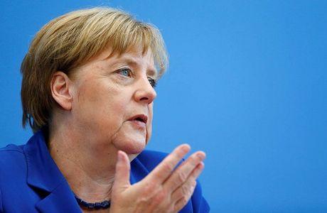 Ba Merkel va ganh nang 'cuu' the gioi - Anh 1