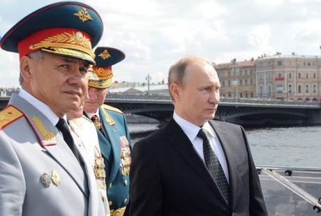 Nga cao buoc Ukraine bat giu 2 binh si tu Crimea - Anh 1