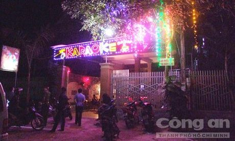 Hon chien tai quan karaoke lam 2 thanh nien thuong vong - Anh 1