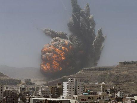 Lien quan A Rap oanh tac can cu quan su cua Houthi tai Yemen - Anh 1