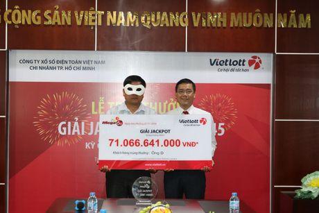 Vietlott chung minh da chuyen tien tra thuong cho 3 nguoi trung doc dac - Anh 1