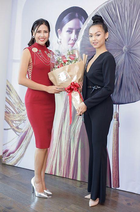 Lan Khue, Phi Thanh Van lot Top Sao mac xau tuan qua (22/11) - Anh 2