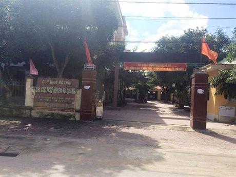 Cuc thue tinh Ha Tinh vao cuoc vu cap duoi ban di an dam cuoi trong gio hanh chinh - Anh 2