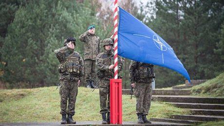 'NATO khong xem Nga la ke thu' - Anh 1