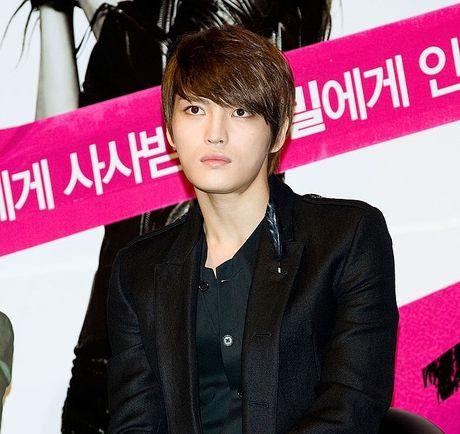 Kim Jae Joong (JYJ) tro lai san khau sau khi xuat ngu - Anh 2