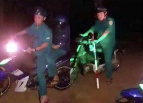 Xac minh thong tin nguoi dan to cong an xa, dan phong chan xe vo co - Anh 1