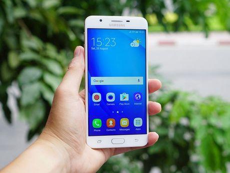 FPT Shop bat ngo cho khach doi dien thoai Samsung cu lay may moi - Anh 1