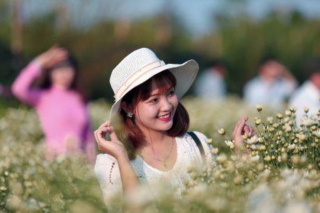 Thieu nu Ha thanh 'do sac' cung hoa cuc hoa mi - Anh 8