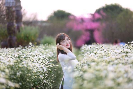 Thieu nu Ha thanh 'do sac' cung hoa cuc hoa mi - Anh 9