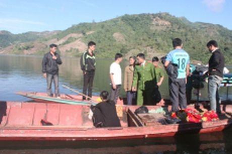Lai Chau: Lat thuyen mot nguoi chet, mot nguoi mat tich - Anh 1