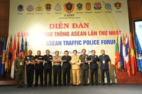 Se cong nhan giay phep lai xe cac nuoc trong khu vuc ASEAN - Anh 1