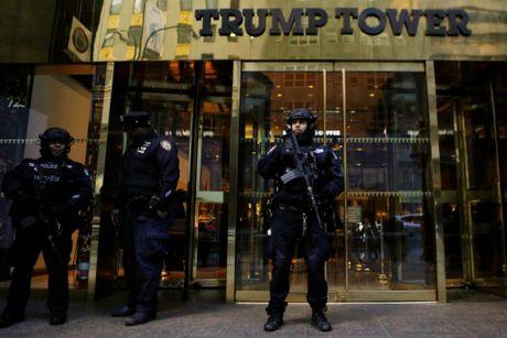 Mat 1 trieu USD/ngay de bao ve gia dinh Trump o New York - Anh 1