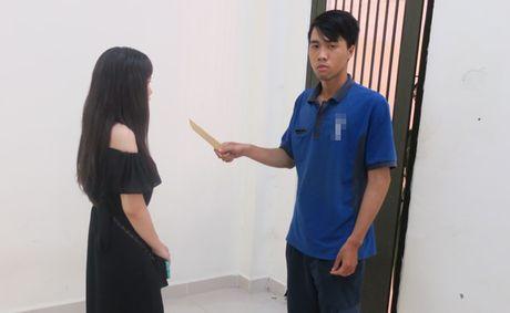 Khong che ke doa giet co gai trong nha ve sinh o Sai Gon - Anh 1