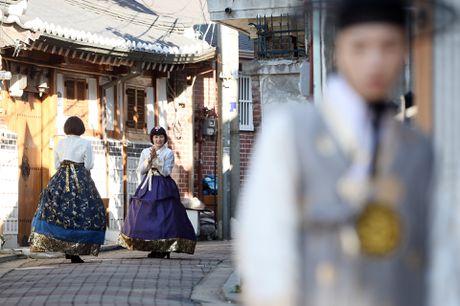 Du khach thue hanbok tung tang dao pho Seoul - Anh 12