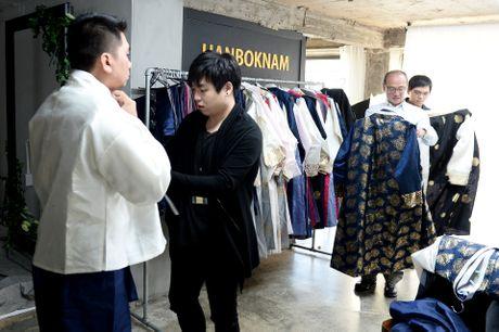 Du khach thue hanbok tung tang dao pho Seoul - Anh 3
