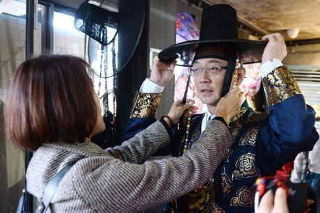 Du khach thue hanbok tung tang dao pho Seoul - Anh 6