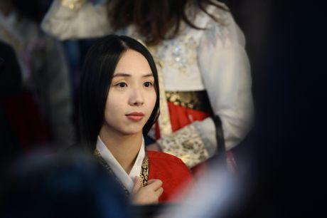 Du khach thue hanbok tung tang dao pho Seoul - Anh 7