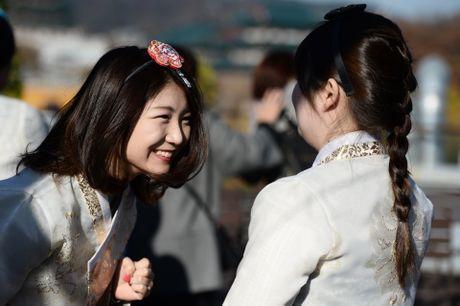 Du khach thue hanbok tung tang dao pho Seoul - Anh 9