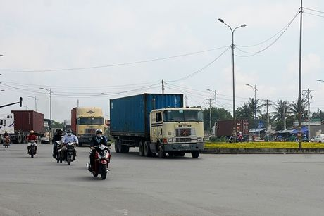Xe container vao cang Cat Lai phai lam thu tuc online - Anh 2