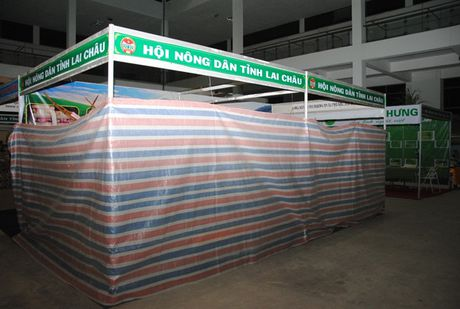 Buc minh tham du Hoi cho Nong nghiep - Thuong mai khu vuc Tay Bac 2016 - Anh 3