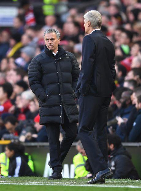Mourinho: ''Nguoi ta ky vong nhieu o toi, con Wenger thi khong' - Anh 2