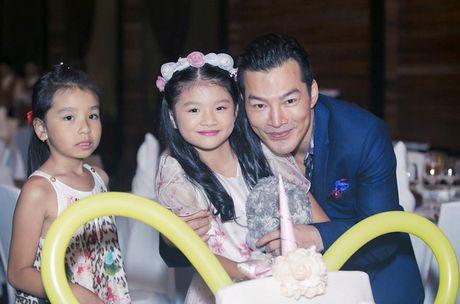 Truong Ngoc Anh cung Tran Bao Son to chuc sinh nhat cho con gai - Anh 2