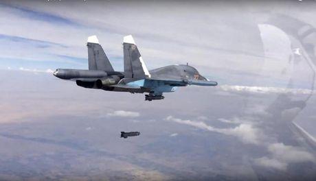 Nga bac bo lenh trung phat ve chuyen nhien lieu cho may bay tai Syria - Anh 1