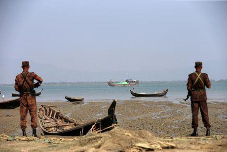 Bangladesh tuyen bo truc xuat nguoi Rohingya vuot bien trai phep - Anh 1