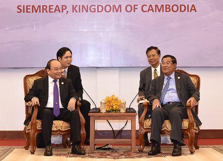 Thu tuong Nguyen Xuan Phuc hoi dam voi Thu tuong Campuchia Hun Sen - Anh 2