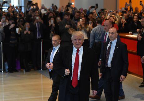 Trump noi ve viec kinh doanh khi lam Tong thong My - Anh 1