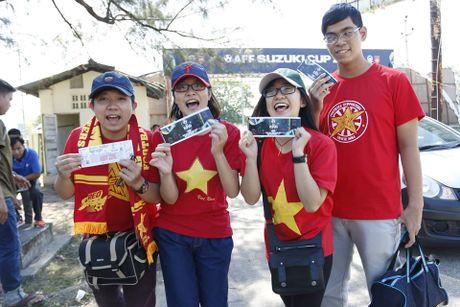 Trai xinh, gai dep Viet Nam 'nhuom do' mot goc Yangon - Anh 2