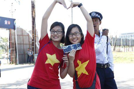 Trai xinh, gai dep Viet Nam 'nhuom do' mot goc Yangon - Anh 3