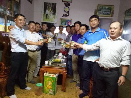 Gia dinh thu thanh Nguyen Manh mo ga co vu DT Viet Nam - Anh 6